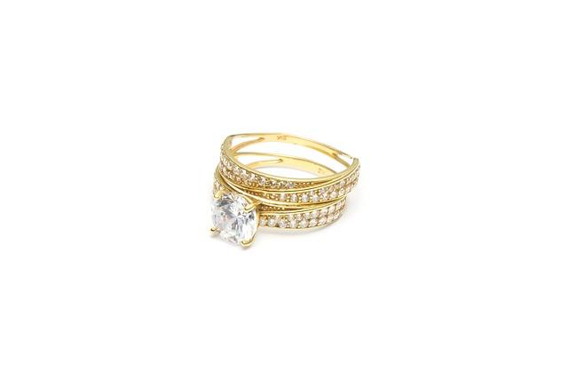 Cómo reciclar las joyas de oro viejas y sin usar